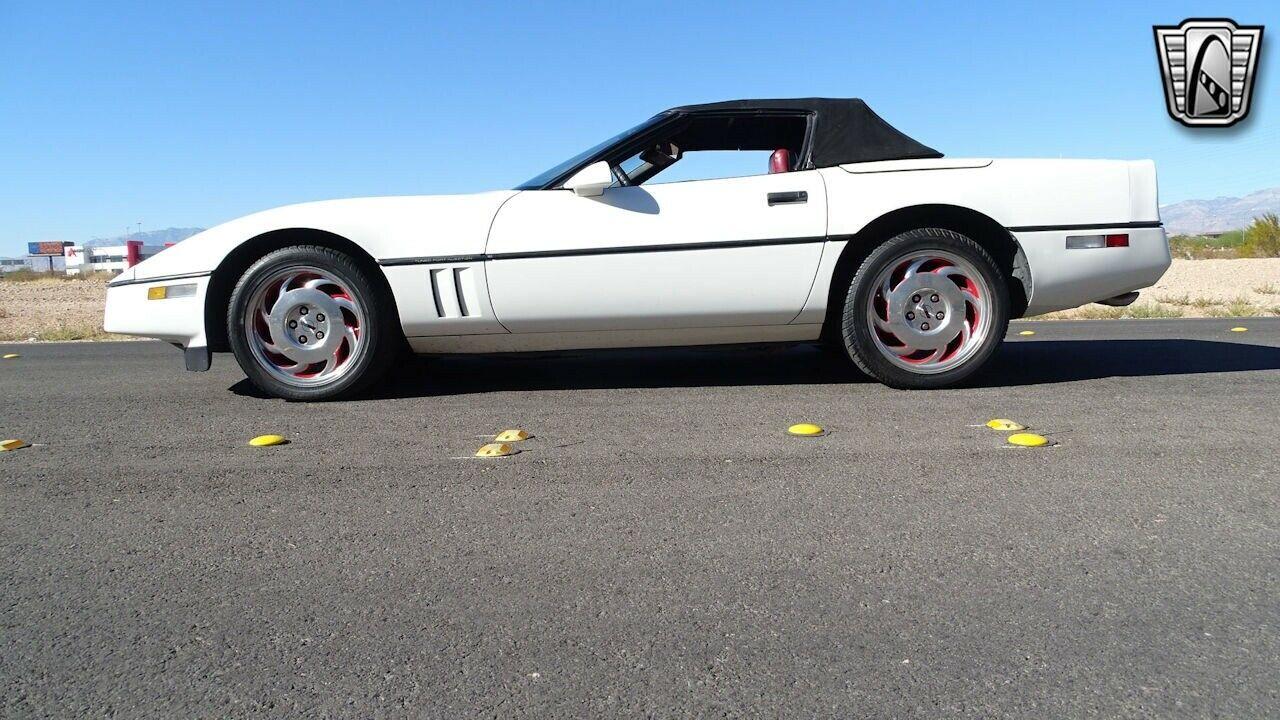 1986 White Chevrolet Corvette   | C4 Corvette Photo 6