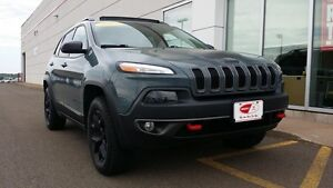 2015 Jeep Cherokee Trailhawk w/Leather, roof and Nav