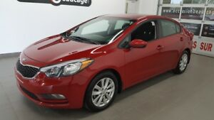 2016 Kia Forte LX, air conditionné, bluetooth, mags NO DAMAGE RE