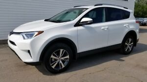 2018 Toyota RAV4 LE LE Only 5800kms! \ Remaining Factory Warrant