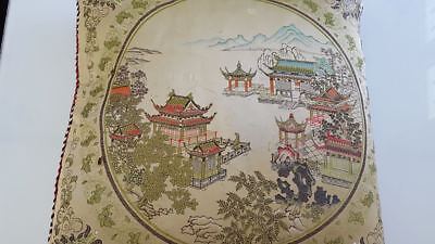 Old embroidered cushion. Asia  Ancien coussin brodé Asie