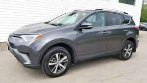 2018 Toyota RAV4 LE LE Only 8600kms! \ Remaining Factory Warrant