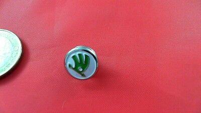 Skoda Logo weiß grün silber Pin Badge