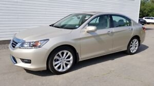 2015 Honda Accord Touring Immaculate! \ Navi \ Leather \ Honda C