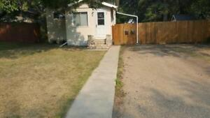 BEAUTIFUL 2 BEDS & 2 BATHS HOUSE IN WESTMOUNT AREA !
