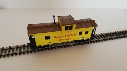 Model OO/HO Scale IHC Union Pacific Freight Train Caboose Car