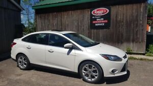 2013 Ford Focus Titanium, NAVIGATION, AUTO, LEATHER, BACKUP CAME