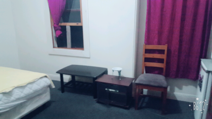 2 rooms to rent, close to Granville train station and shops.