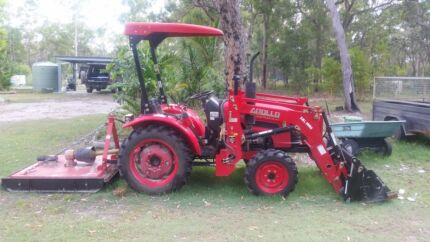 25hp Apollo tractor with all accessories in perfect condition Euleilah Gladstone Area Preview