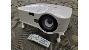 NEC NP1150 LCD PROJECTOR 3700 LUMENS