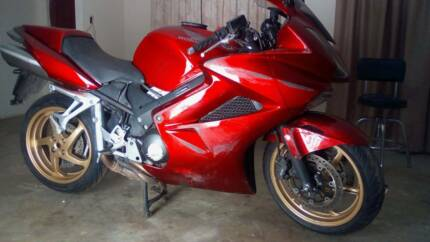 Motorcycle mechanic in adelaide region sa gumtree australia honda vfr800i 2011 28000km service log book repairable write off fandeluxe Images