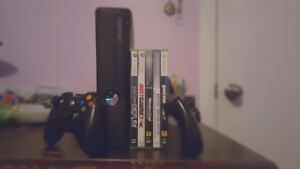 XBOX360 S 250Gb+2Controllers(5Top Games)