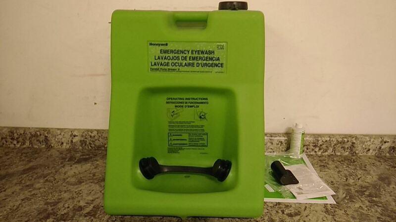 Honeywell 32-000230-0000 16.0 Gal Tank Cap Green Wall Mount Eye Wash Station