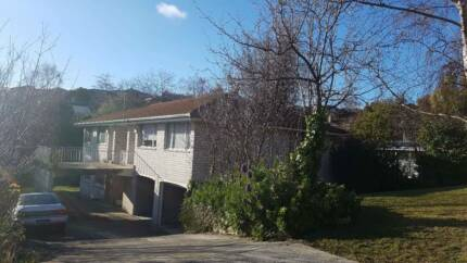 2 bd unit in Sandy Bay available now