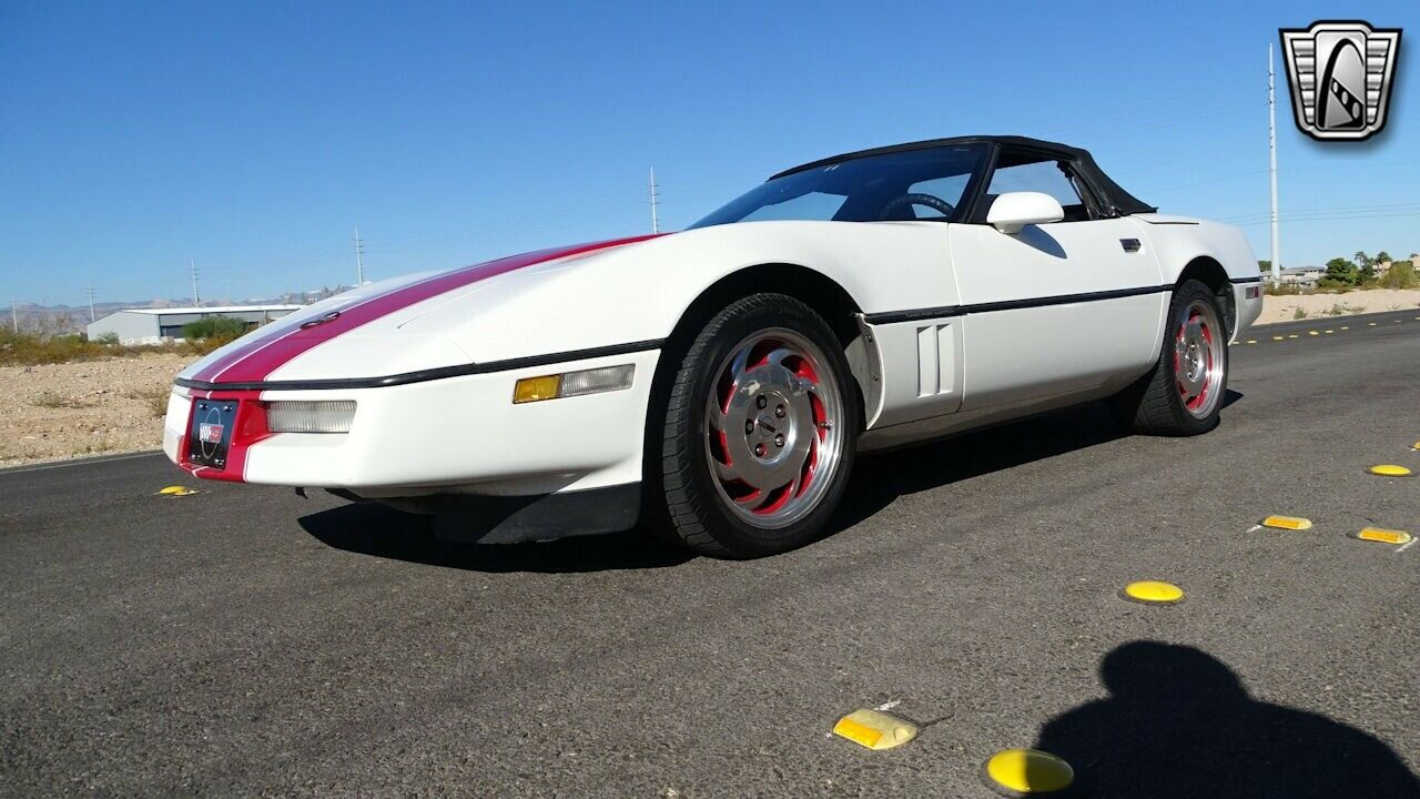 1986 White Chevrolet Corvette   | C4 Corvette Photo 9