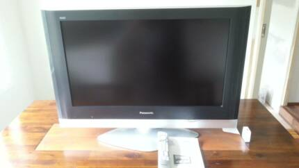 Japanese made Panasonic 32inch LCD Flat Screen Excell Condition!