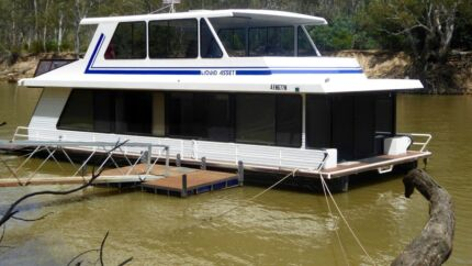 Houseboat, Echuca Village