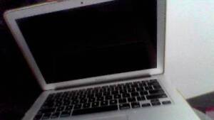 Apple MacBook Air Model A1466, Box Included ! Fremantle Fremantle Area Preview