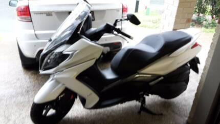 Kymco Downtown 350i Scooter