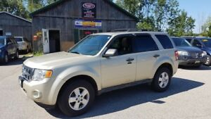 2011 Ford Escape XLT, 4Cyl, Leather, Sunroof, Alloys