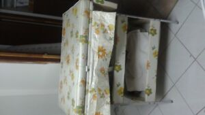 Vintage Baby changing table & bathing 2 in one good condition