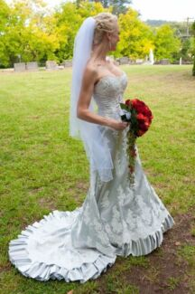 Gorgeous Maggie Sottero one off Wedding Gown