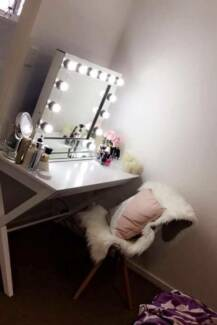 Hollywood Makeup Mirror with free Globes