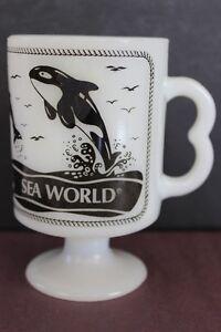 Vintage-Sea-World-Whte-Milk-Glass-Coffee-Mug-Black-Dolphins-Orca-Killer-Whale