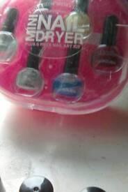 Mini nail dryer plus 6 nail varnish