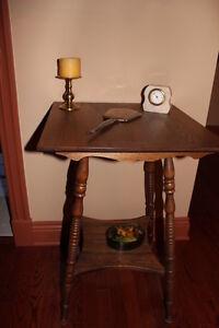 table carré antique