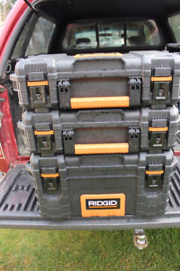 RIDGID 22 inch Tool and Parts Totes (3 items)