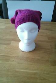 Childs hand knitted hat £4