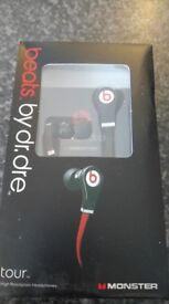 DR DRE BEATS TOUR HEADPHONES - WHITE OR BLACK - PLUS NIKE TRAINERS , RAYBAN SUN GLASSES AND MORE