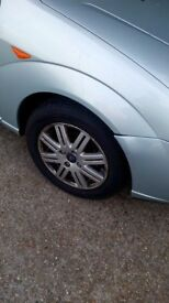 Ford Focus Ghia Alloy Wheel with very good tyre