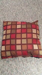 Area Rug and 2 Pillows for Sale London Ontario image 3
