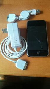 Iphone 3 for parts + charger (16 GB)