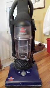 Bissell Vacuum - Bagless - Works very well