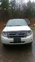 2009 ford escape XLT 4x4 116,000km 10,000