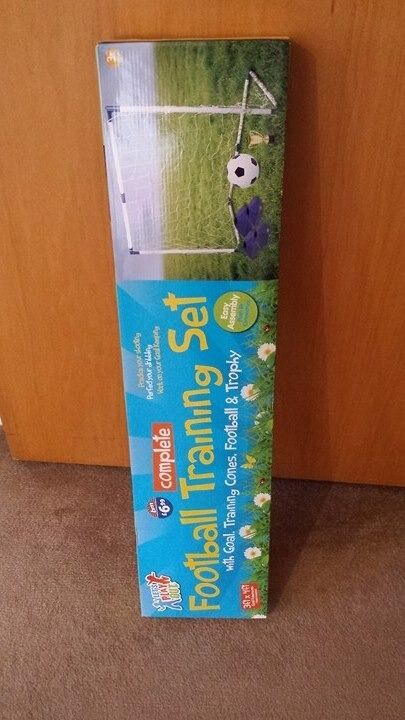 Football Goal Training Set.Brand New!Great for Christmas presentin Southside, GlasgowGumtree - This football goal with net is perfect for footy mad youngsters wanting to practise their shooting, dribbling and work on their goal keeping skills. Brand new with box, perfect for Christmas present. £ 5 for pick up./Shawlands Includes Goal,...