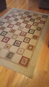 Area Rug and 2 Pillows for Sale London Ontario image 2