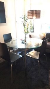 Dining table with 3 Chairs ( Vancover )