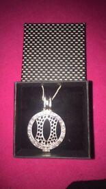 Mi moneda pendent with chain