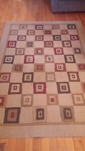 Area Rug and 2 Pillows for Sale London Ontario image 1