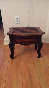 Petite table basse décorative