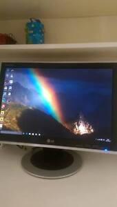 Ordinateur de bureau avec écran plat LG