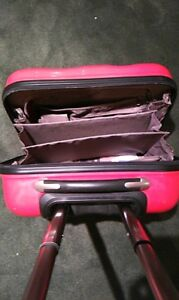 Heys suitcase with wheels -- Excellent condition