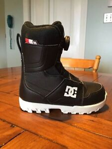 DC Youth Snowboard Boots Size 2