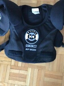 CCM SP200 Ultra Hockey Senior Medium Shoulder Pads