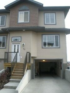 Townhouse For Rent In Whitecourt (up the hill)