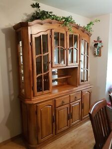 Buffet & Hutch Solid Wood w/lighted cabinet